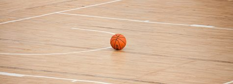 Visual representation of a empty basketball court