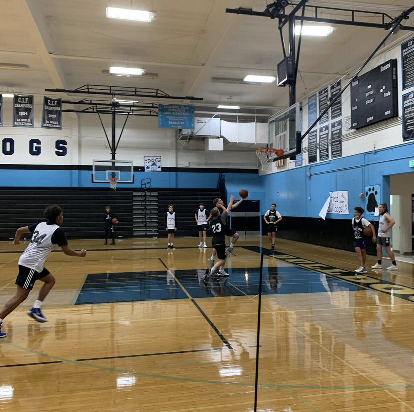 Buena Basketball playing against each other during a scrimmage.